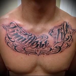 надписи на груди тату 4