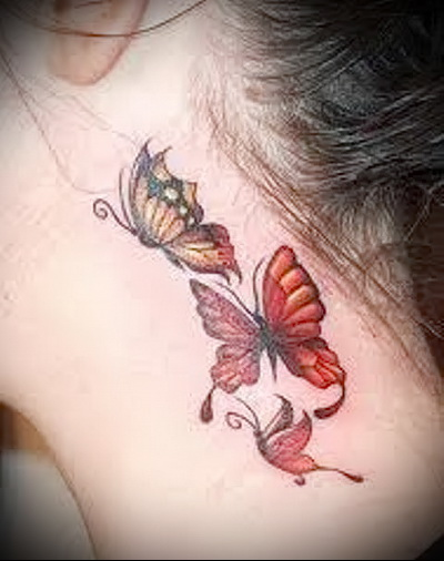 тату бабочка на шее цветная