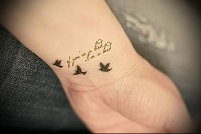 Татуировки на руках у девушек фото надписи с переводом на