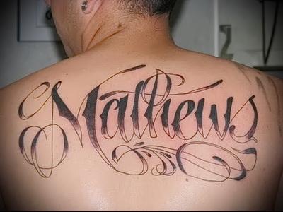 тату надписи на спине вариант