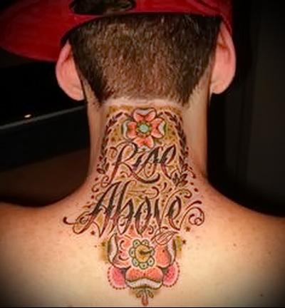 тату надписи на шее