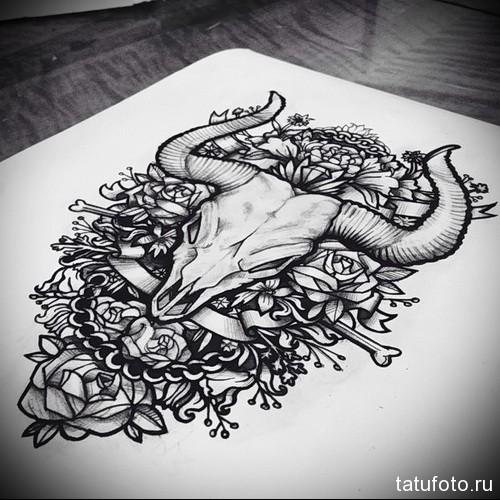 череп быка и цветы - скетч карандашом - Тату быка эскиз