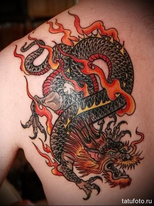 тату дракон на лопатке 1