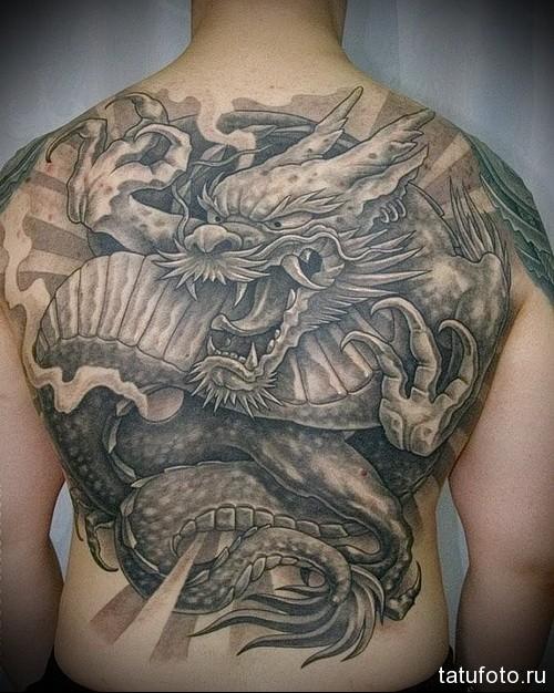 тату на спине дракон 1