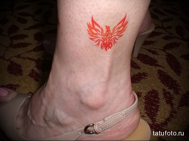 жар птица тату переводка на ноге