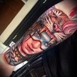 татуировка девушка индеец в шкуре тигра на руке