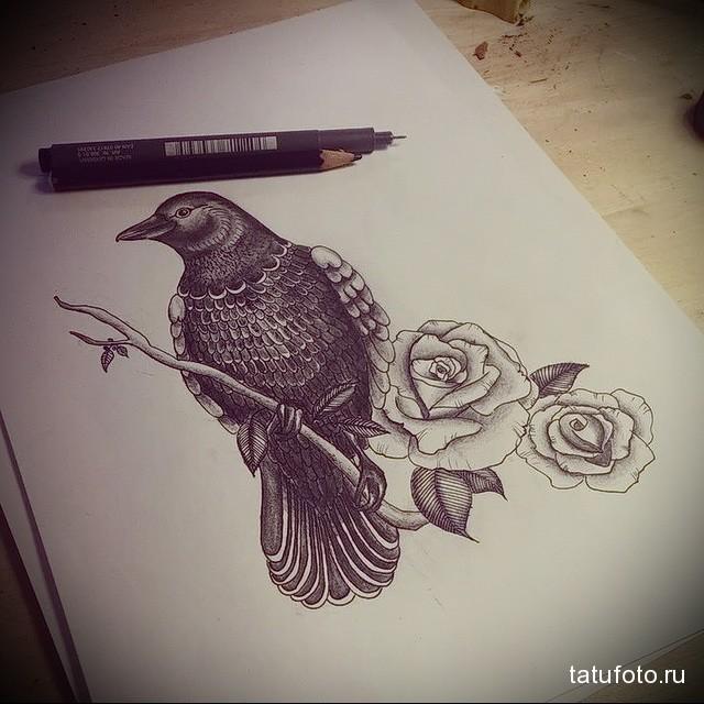 эскиз тату ворона на руке 1