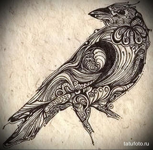 эскиз тату ворона на руке 2