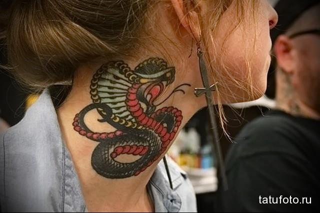 змея на шее тату для девушки
