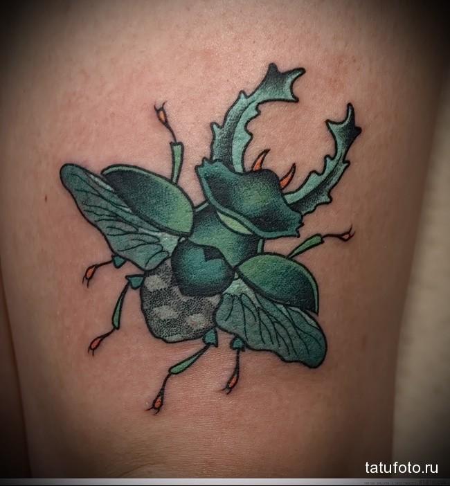 красивая тату с зеленым жуком