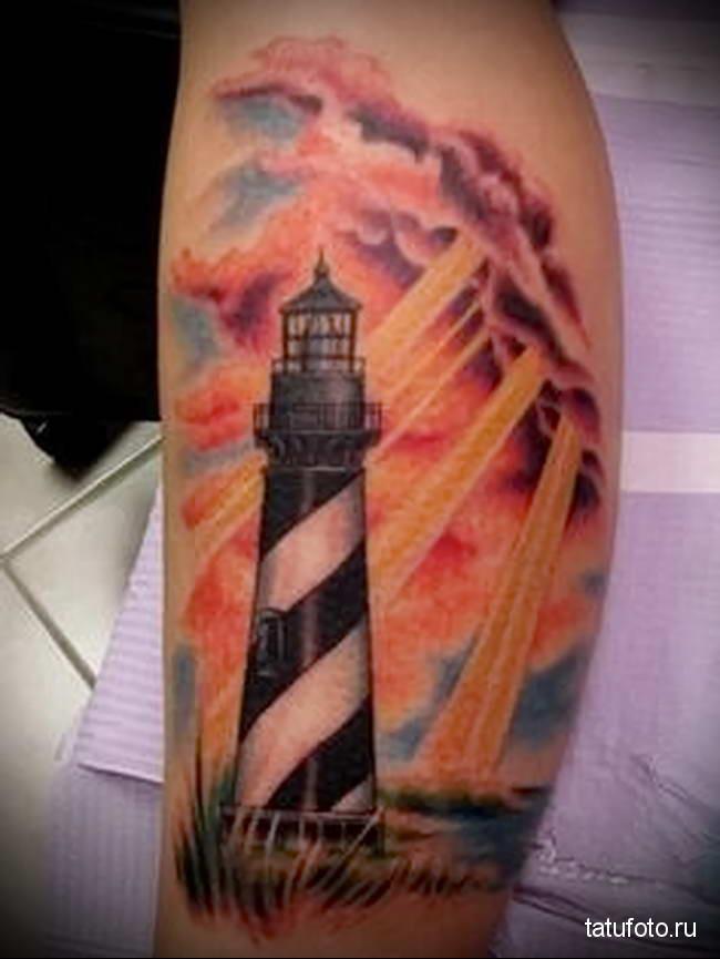 Значение тату маяк - вариант на фото