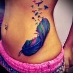 перо и птицы в татуировки на живот и бок для девушки