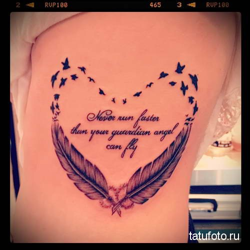 тату сердце из перьев и птиц