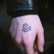 что значит тату треугольник 12