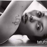 Татуировки Анджелины Джоли фото 121212323