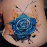 голупая роза на бедре и попке - тату акварель фото