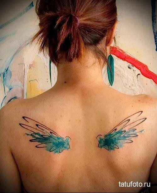 два крыла на спине девушки - тату акварель фото