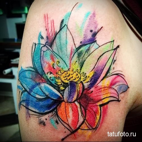 красивый цветок на плече - тату акварель фото