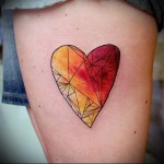 тату акварель фото красное сердце выше колена - тату акварель фото