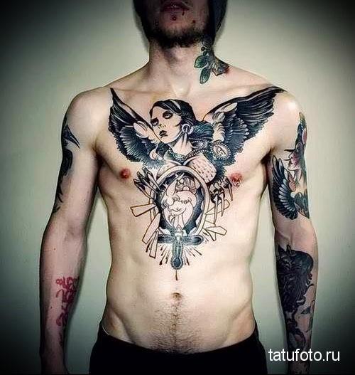 На женскую сисю делают татуировку открытая грудь фото 288-413