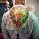 тату голова тигра - дикий оскал на лысой голове