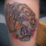 тату голова тигра - олд скул татуировка на ноге
