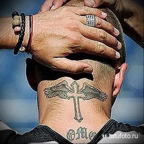 тату крест на шее 4
