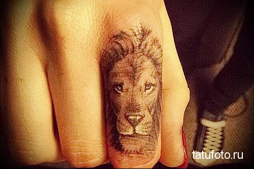 тату лев на пальце (указательный)