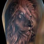 тату лев на плече - красивый вариант