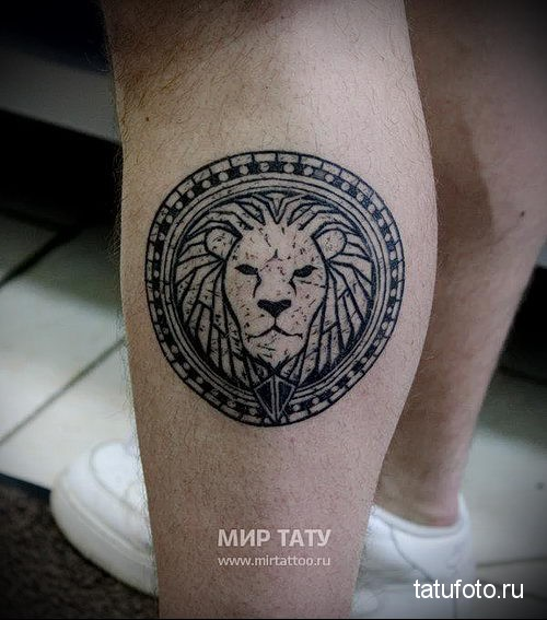 тату лев на руке в круге