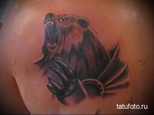 тату медведь на лопатке 1