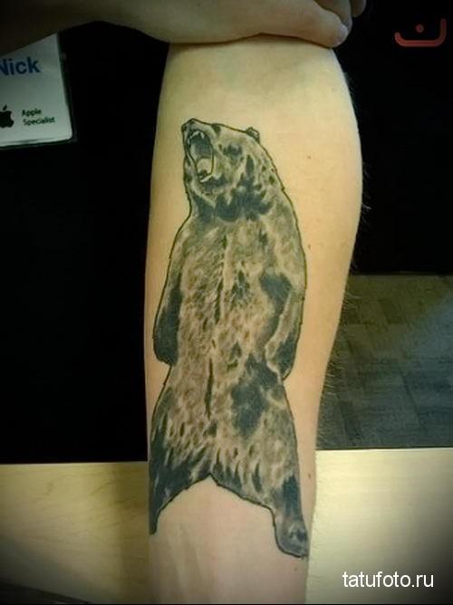 тату медведь на предплечье 2
