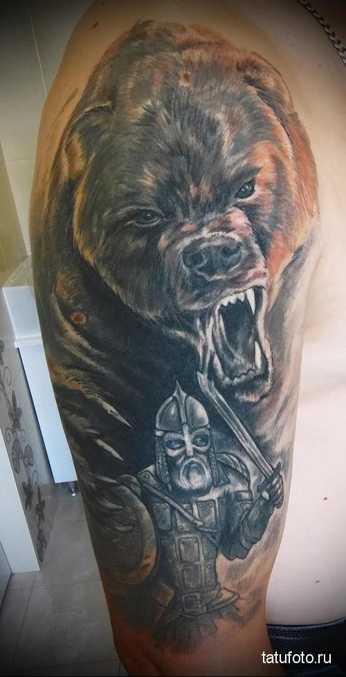 тату медведь славянская с оскалом и воином