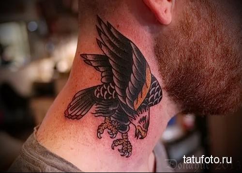 тату орел на шее 2
