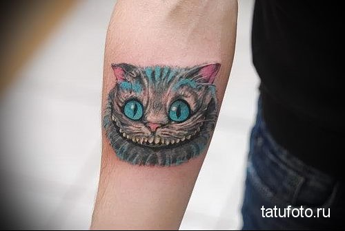 тату чеширский кот на руке