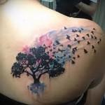 черное дерево и птицы - тату акварель фото