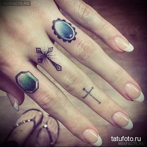 тату крест на пальце 1