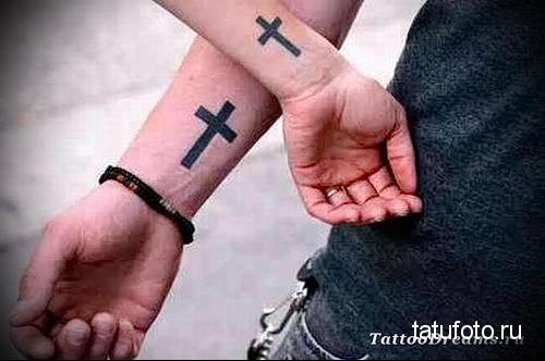 тату крест на руке 6