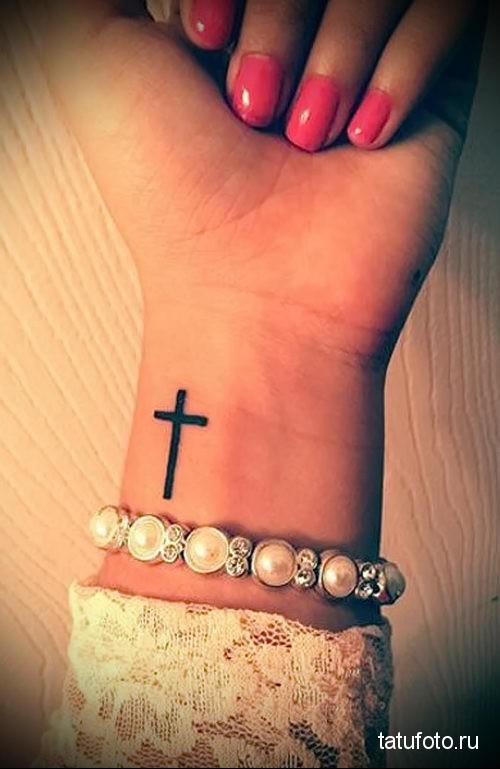 тату крест на руке 9
