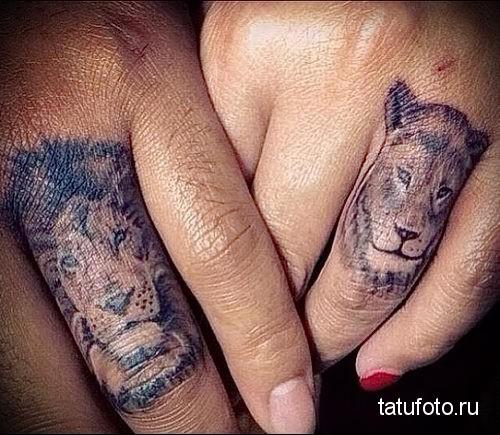 тату лев на пальце и львица - парная тату для влюбленных