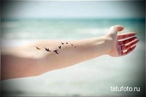 тату маленькие птички на руке 2