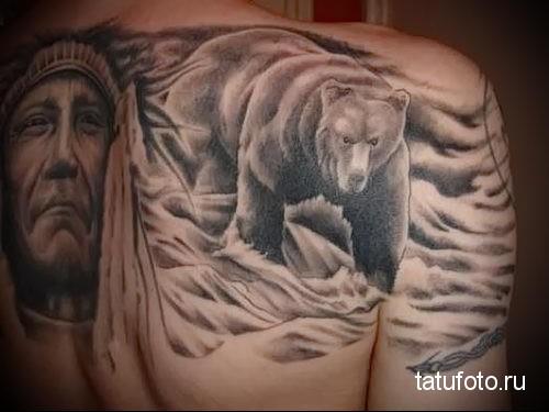 тату медведь на спине и портрет индейца