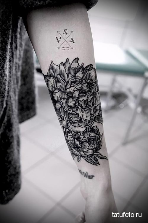 flower tattoo on the forearm 1