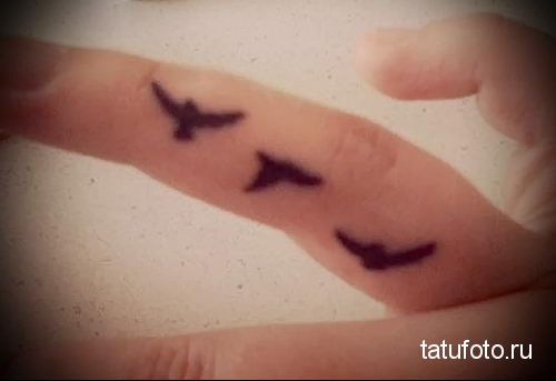 tattoos little birds on his arm 1