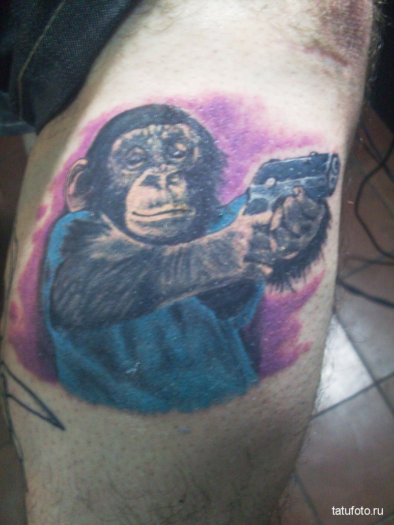Тату обезьяна с пистолетом