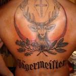 Тату олень и крест на спине