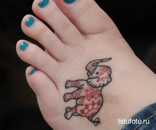 Тату слона на ноге возле пальцев
