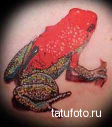 Тату лягушка красного цвета