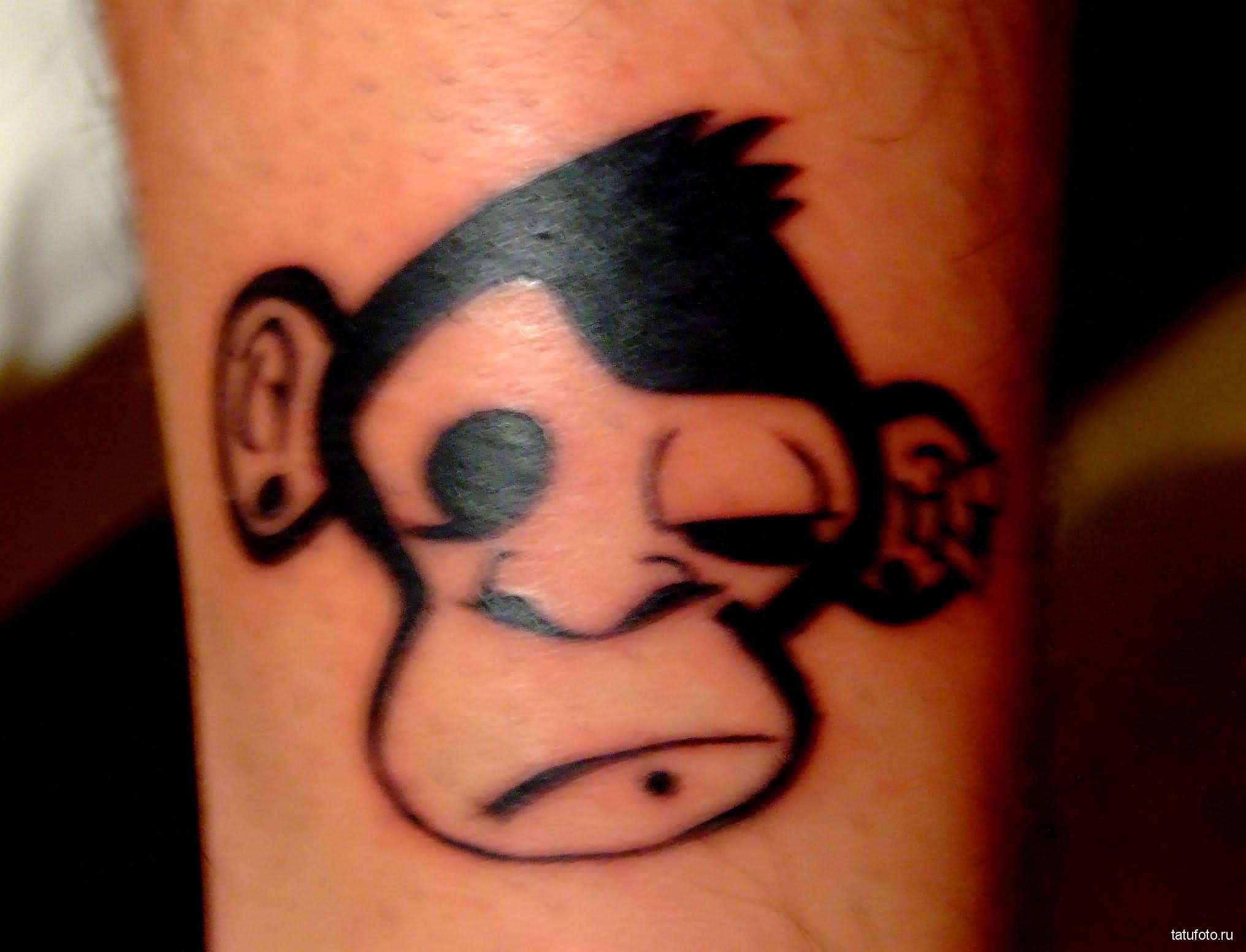 Тату обезьяна - фото рисунка с 1 закрытым глазом