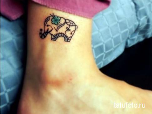 Тату слона с цветочком внизу ноги